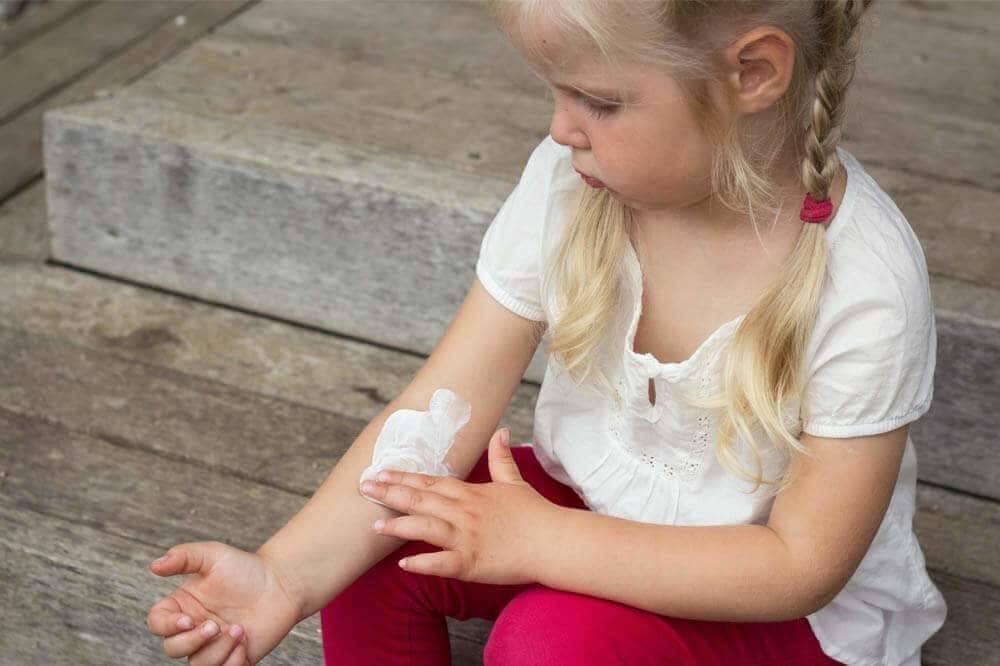 enfant moustique